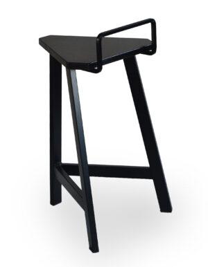 Μεταλλικό σκαμπό με πλάτη. Μπορεί να γίνει στο ύψος και στα χρώματα της επιλογής σας Το κάθισμα μπορεί να είναι από δερματίνη, ύφασμα η ξύλο!